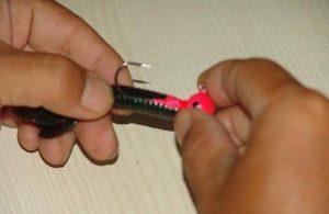 铅头钩怎么挂软虫 铅头钩怎么挂软虫T尾