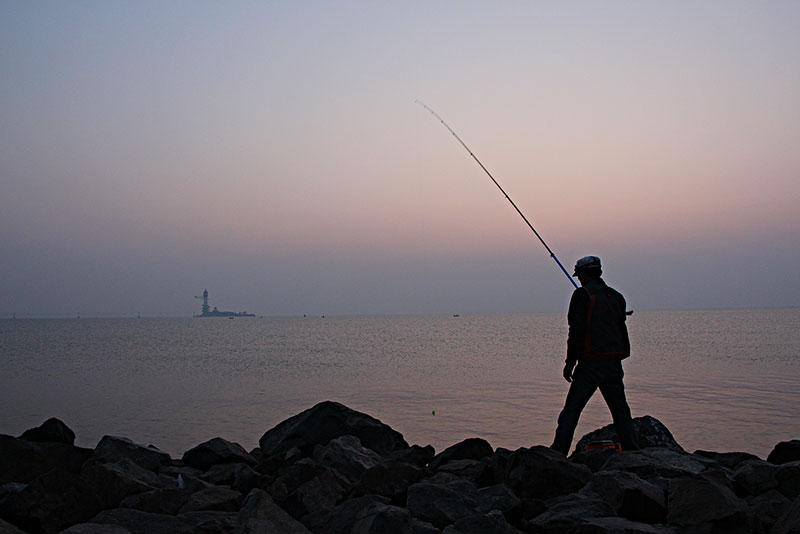 下雨天钓鱼好不好钓 秋天下雨天钓鱼好不好钓