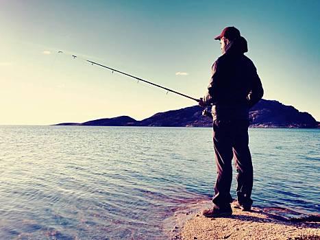 晚上路亚翘嘴用什么饵最好 晚上路亚翘嘴用沉水饵还是浮水饵